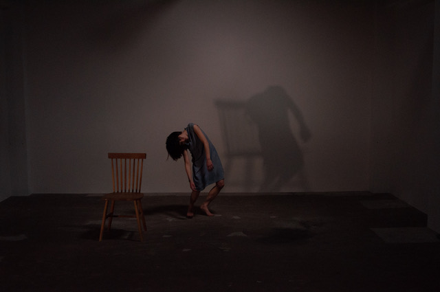 『乾いた部屋』振付 佐藤有華、撮影:田添幹雄
