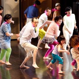 Dance 4 All 2012 発表公演『ひとつの明るい建物』 撮影:草本利枝