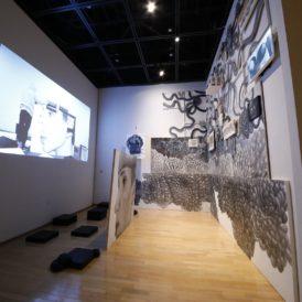 小嶋晶《生のダブルバインド》、2020年 提供:川崎市岡本太郎美術館