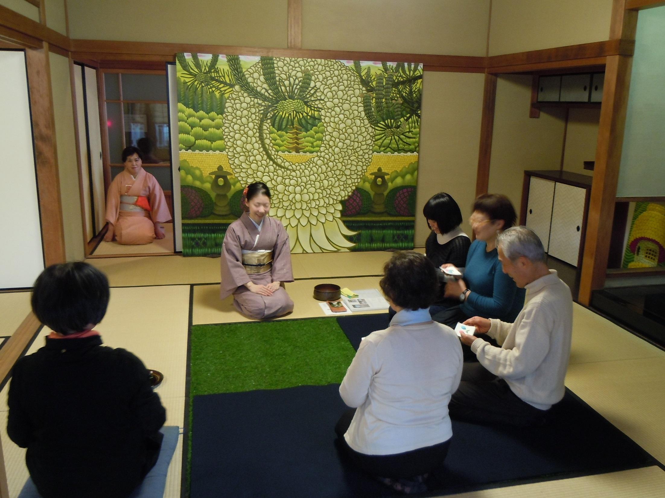 2013年に開催したお茶会の様子