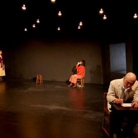 下鴨車窓#10『煙の塔』2013.2@京都・アトリエ劇研 撮影=築地静香