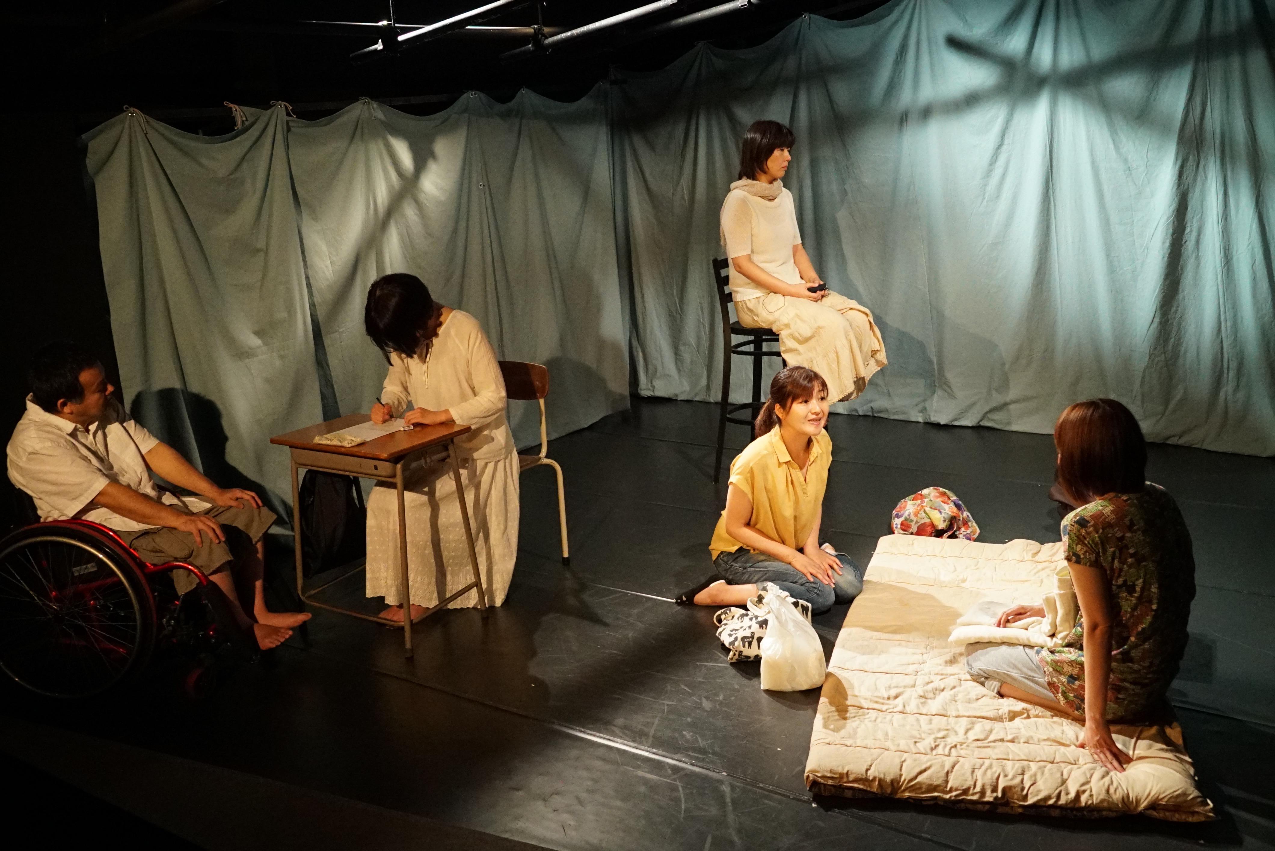 「コンブリ団その9 Reブリックス「カラカラ」舞台写真 撮影:西岡真一