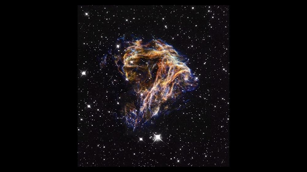 Kardpol Nitipisanon《記録によると 彼女は星たちのなか最後を迎える》 http://www.tra-travel.art/co-mirroring3