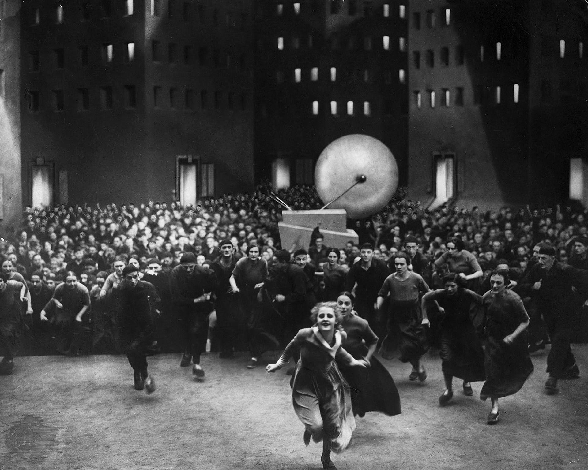 モノクロサイレント映画 『メトロポリス』 (1927年、監督:フリッツ・ラング)より